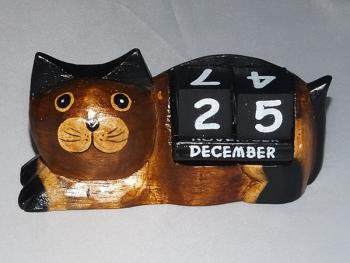 Lying cat calendar- Small