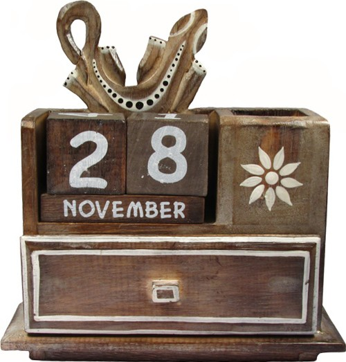 Hand Carved Wooden Gecko Desk Tidy with Calendar