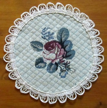 Round Placemats x 6 with blue flowers
