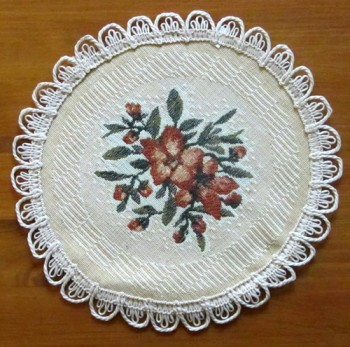 6 Circular Placemats with Yellow Floral Pattern