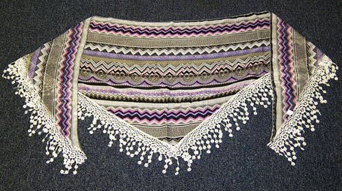 Triangular scarf purple pattern
